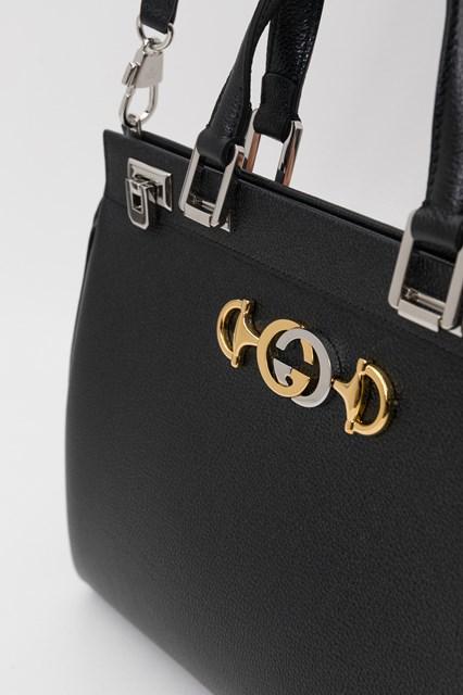dcda73bcfd2 Women Gucci Zumi grainy leather medium top handle bag disponibile su ...