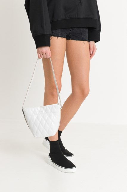 e25d6a581712 Women Quilted GV mini bucket disponibile su gaudenziboutique.com