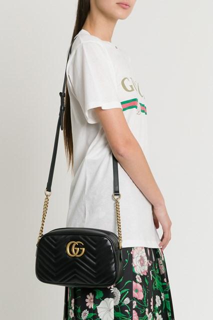 296a319286c6 Women GG Marmont Small Camera Bag disponibile su gaudenziboutique.com
